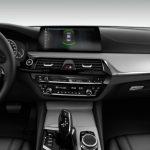 Autoleasing-valikoiman BMW 5-Sarja 530e xDrive A Charged Edition Sport -mallin sisätilat.