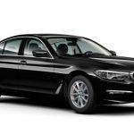 Autoleasing-valikoiman musta BMW 5-Sarja 530e xDrive A Charged Edition Sport -malli etuviistosta.