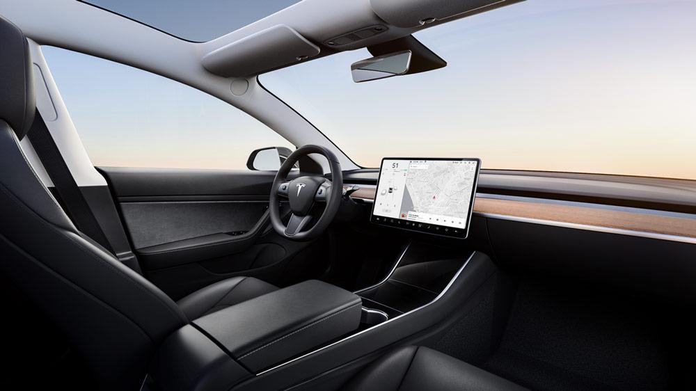 Autoleasing-valikoiman sähköauto Tesla Model 3 Long-Range Dual Motor AWD -mallin sisätilat.