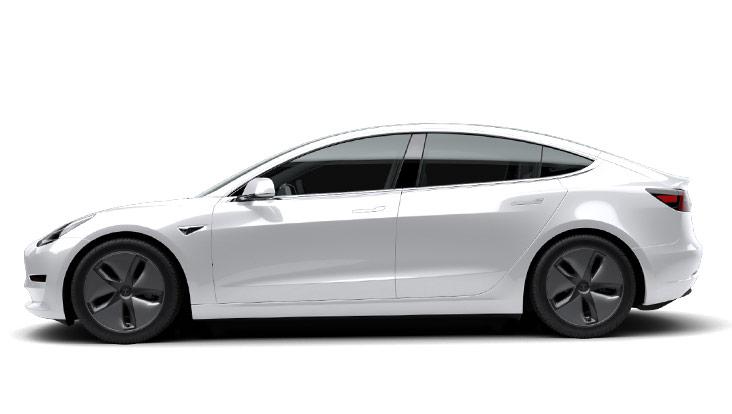 Autoleasing-valikoiman valkoinen sähköauto Tesla Model 3 Long-Range Dual Motor AWD -malli sivusta.