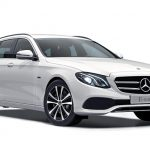 Autoleasing-valikoiman valkoinen Mercedes-Benz E 300 de T A Business Avantgarde Edition EQ Power -malli etuviistosta.
