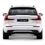Autoleasing-valikoiman valkoinen Volvo XC60 T8 TwE AWD Business -malli takaa.
